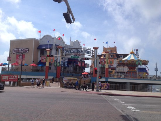 Port of Galveston : Pleasure Pier at Galveston, Tx. There is a cost for this.  Right on the ocean.