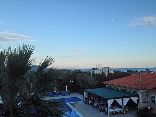 Kalives Resort: The terrace