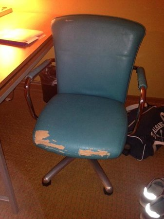 SpringHill Suites Virginia Beach Oceanfront: nicely broken-in chair. plush and soft.