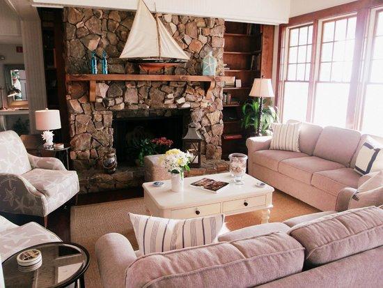 Elizabeth Pointe Lodge : Beautiful lobby