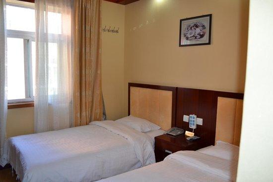 Guomen Business Hotel: Room 8218