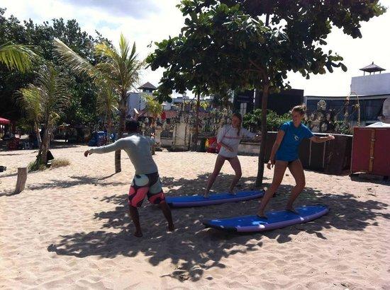 EP's Bali Surf: Instructies voordat we het water in gaan.