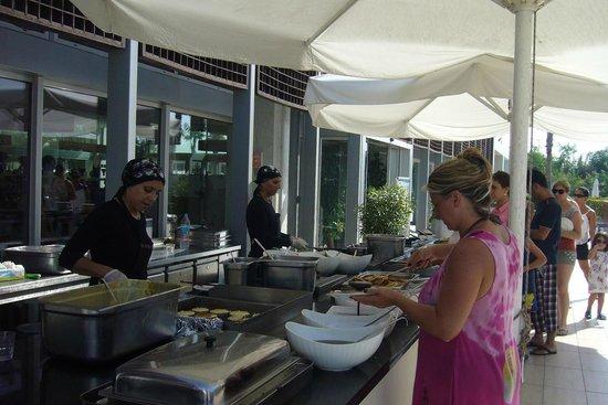 فندق كارفن سراي كوندو: omlet