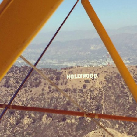 SkyThrills : Flying over the Hollywood sign...