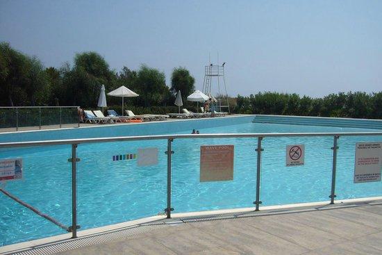 فندق كارفن سراي كوندو: wave pool