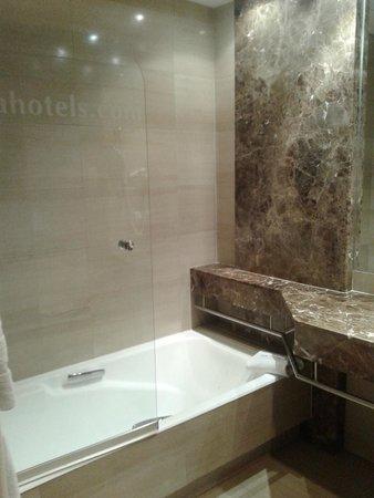 Hotel Acteon Valencia: Bañera