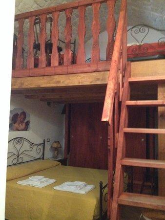 le camere da letto con soppalco - foto di anticu dammusu, scicli ... - Soppalco Camera Da Letto