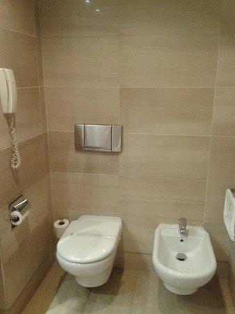 Hotel Acteon Valencia: Baño