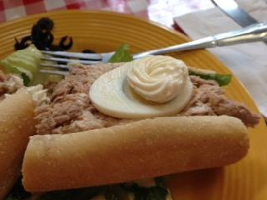 Bon Appetit French Bistro : Best Tuna Sandwich I ever had.