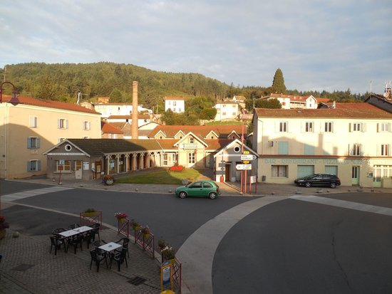Sail-sous-Couzan, Γαλλία: Blick aus dem Hotelzimmer am Morgen 1