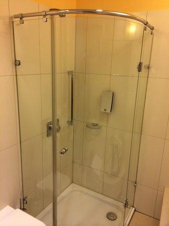 Holiday Inn Hotel & Suites Bengaluru Whitefield: European Shower