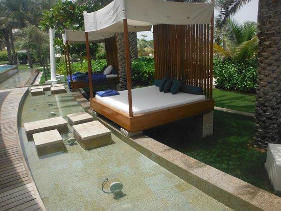 The Ritz-Carlton, Dubai: Adult pool sun beds