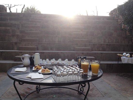Cavas Wine Lodge: Coffee fuera de la sala de reuniones