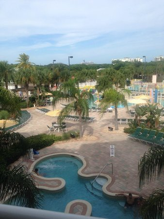 Holiday Inn Club Vacations Cape Canaveral Beach Resort: Pool Area And Hot Tub