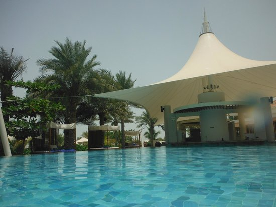 The Ritz-Carlton, Dubai: Adult pool bar area