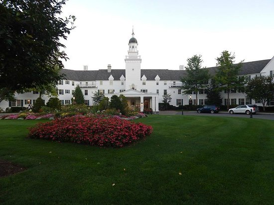 The Sagamore Resort: Elegant grounds and setting