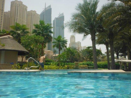 The Ritz-Carlton, Dubai: Adult pool surroundings