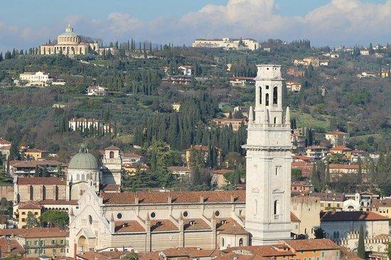 Torre dei Lamberti: Сан-Пьетро и Дуомо