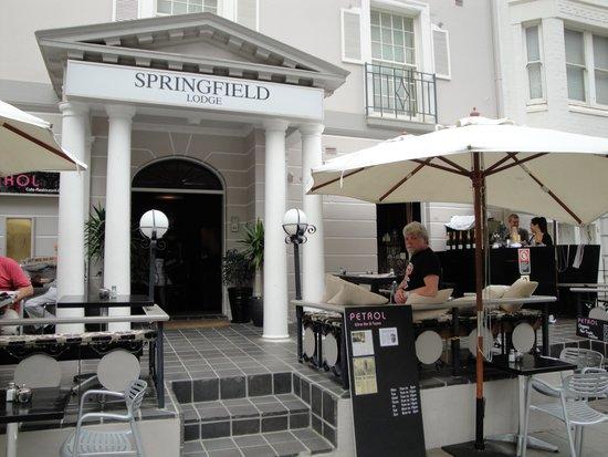 Springfield Lodge : op het terras van de Springfield is het goed toeven!
