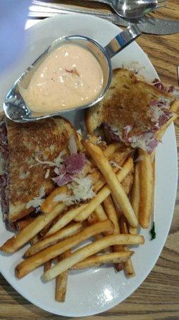Adel's : Ruben Sandwich - Deliscious