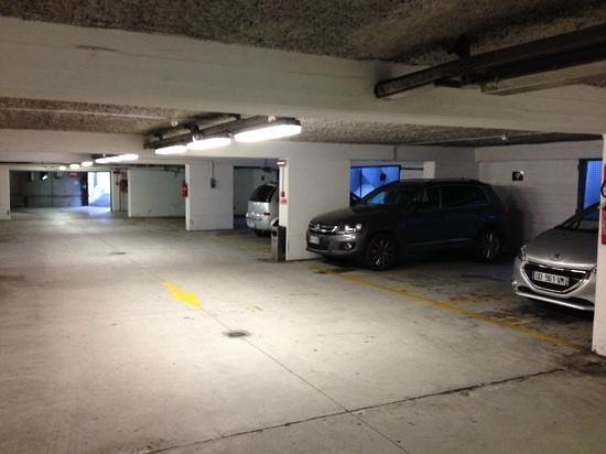 Novotel Genova City: Spacious underground car park