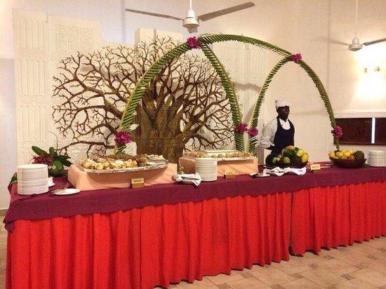 Crystal Bay Resort: Il buffet dei dolci e della frutta... Che bontà!
