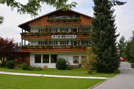 Alm- & Wellnesshotel Alpenhof: Vooraanzicht hotel