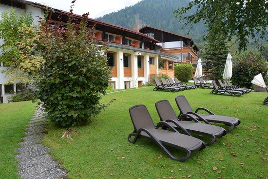 Alm- & Wellnesshotel Alpenhof: In de tuin