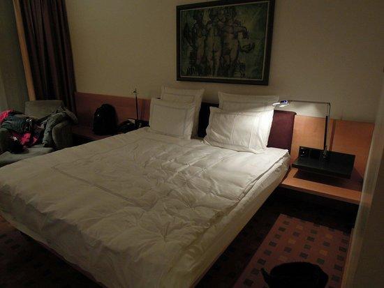 Swissotel Berlin : 舒服的雙人床