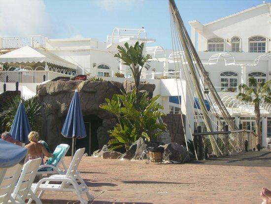 Aparthotel Paradise Island: Piscina