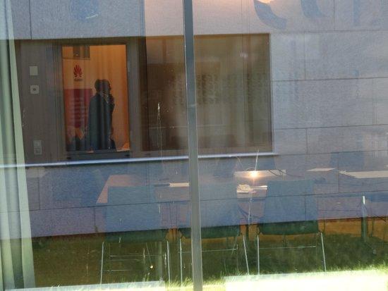 Quality Hotel Expo: Foto is van slechte kwaliteit, 2 x door ramen heen, maar dit was is uitzicht