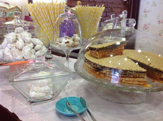 Pastel Interieur Barcelona : Pastel vegano de obleas zanahoria y nuezes picture of