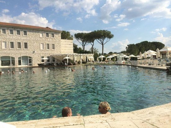 Piscina termale picture of terme di saturnia spa golf resort saturnia tripadvisor - Piscina di acqui terme ...