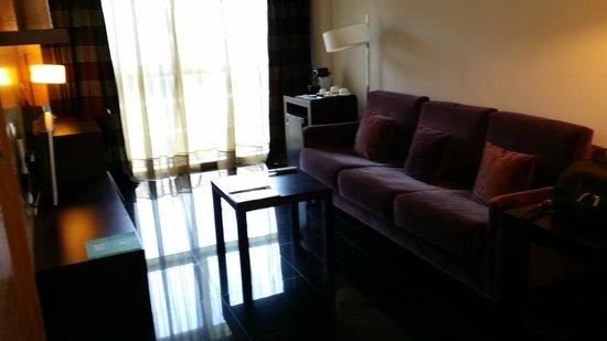 NH Barcelona Fira Suites: Apartment-livingroom