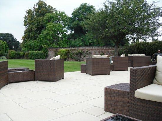 Hilton Avisford Park: outside lounge