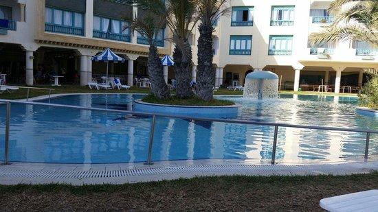 Hotel Mehari Hammamet: One of the pools.