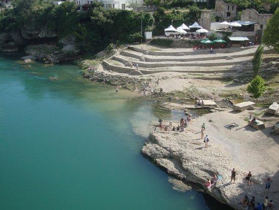 Neretva River: Sponde del fiume Neretva a Mostar