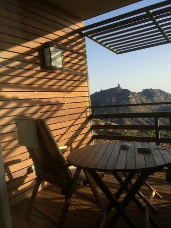 Hotel Parador de Cruz de Tejeda: la terrasse de la chambre, vue sur le Roque Nublo