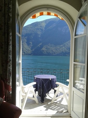 Hotel Stella d'Italia: View from the bed showing outside terrace
