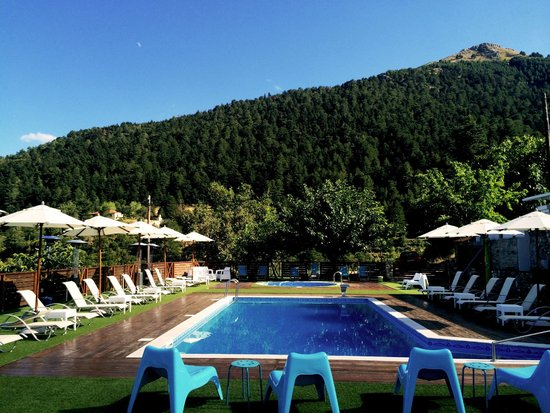 Ilaeira Mountain Resort : View from the pool area...