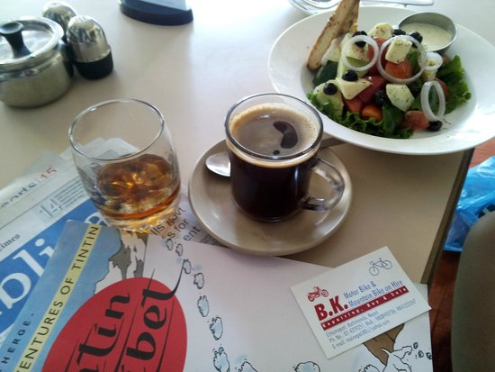Black olives cafe and bar: Delicious coffee, rum, and Greek salad.