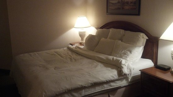 Quail Hollow Resort : bed