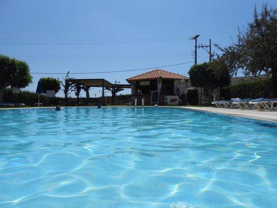 Eleni's Studios: Pool area