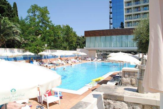 Grand Hotel Park: Pool area