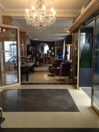 Hôtel Trianon Rive Gauche: Hotel Lobby and charming sitting area