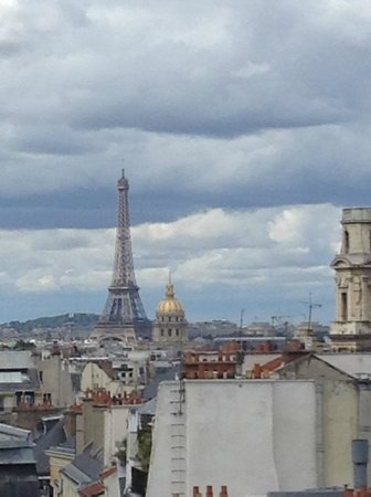Hôtel Trianon Rive Gauche: Zoomed Tour Eiffel from our window