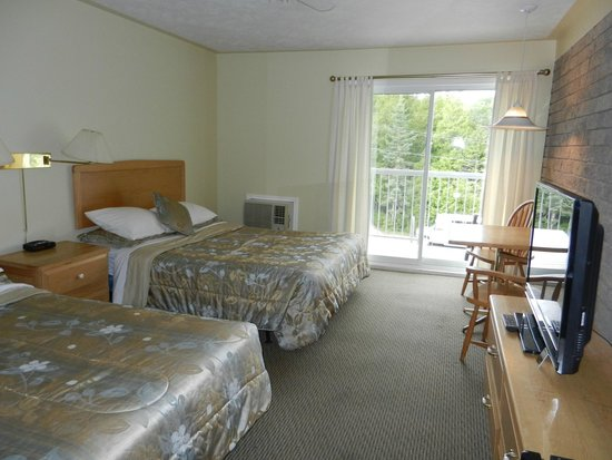 Bruce Anchor Motel and Cottage Rentals: room
