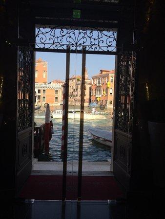 NH Collection Venezia Palazzo Barocci: La salida desde el lobby