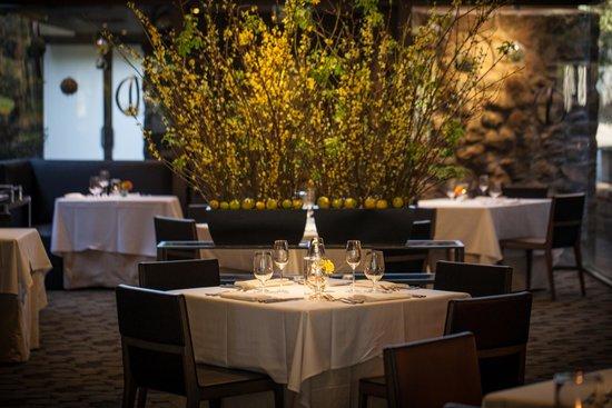 Etoile: Dinning Room