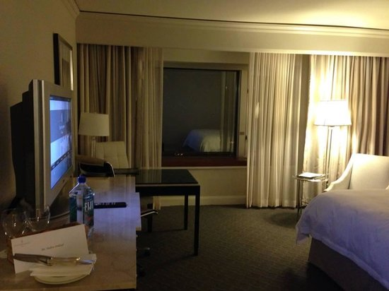 Four Seasons Hotel Chicago: The room 03